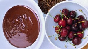 Kirschen in Schokolade getaucht mit Kaffeekruste