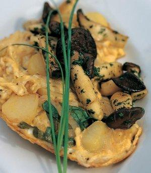 Kartoffelomelette mit Pilzen und Basilikum